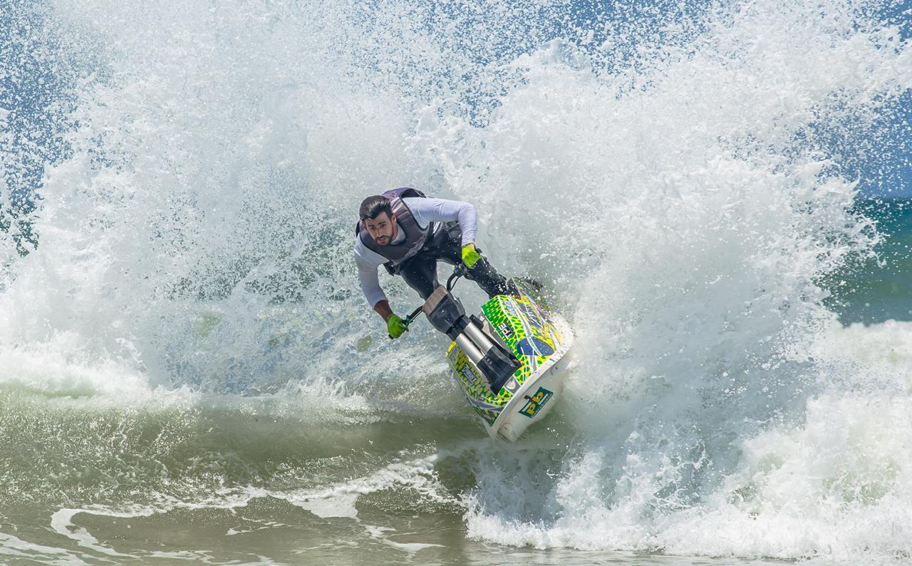 Piloto radical baiano vai disputar final do Mundial de motosurf no Japão