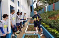 Time brasileiro de vôlei de surdos faz ação social em SP